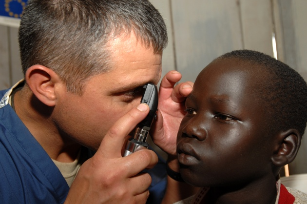 Dr Todd Hnatko checks eyes of a Ugandan patient