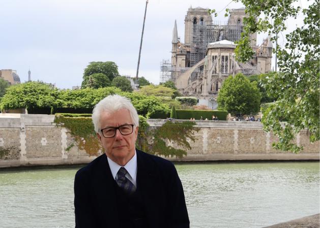 Ken Follett in front of Notre-Dame de Paris